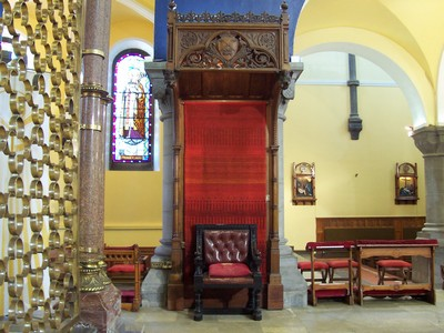 Picture of the Bishops chair on the altar of the Cathedral